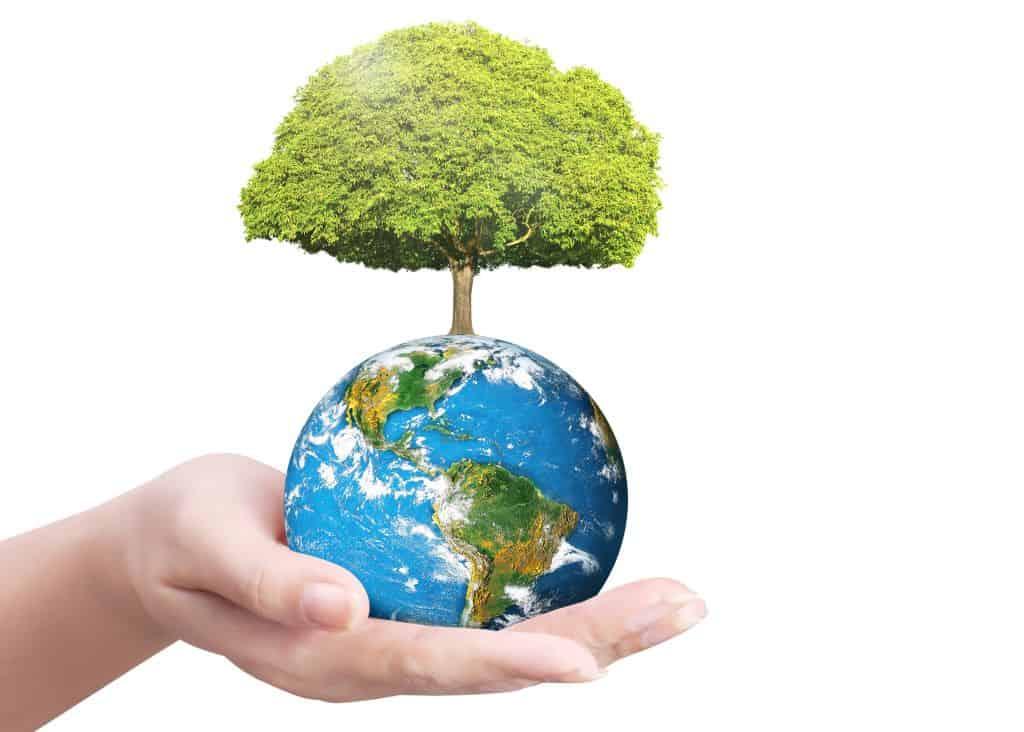mão segurando o planeta